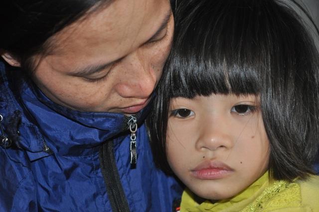 Người mẹ nghẹn ngào cầu xin các nhà hảo tâm cứu con - 3
