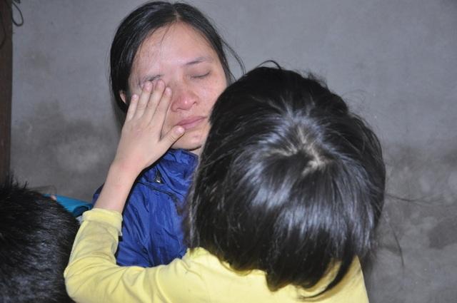 Người mẹ nghẹn ngào cầu xin các nhà hảo tâm cứu con - 4
