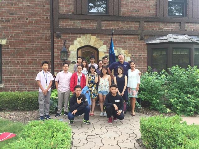 Elmhurst College tuyển sinh học hè trải nghiệm Chicago năm 2020 - 3