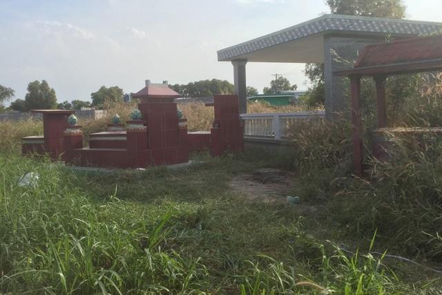 Công an TPHCM tìm nhân thân người phụ nữ bị đốt xác ở nghĩa địa - 1