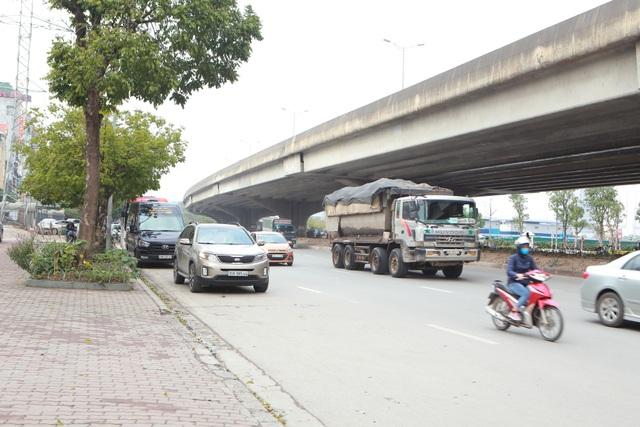 Bất chấp lệnh cấm nhiều xe tải hạng nặng vẫn ngạo nghễ vào đường đua F1 - 7