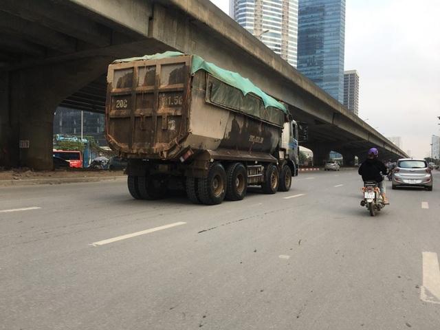 Bất chấp lệnh cấm nhiều xe tải hạng nặng vẫn ngạo nghễ vào đường đua F1 - 6