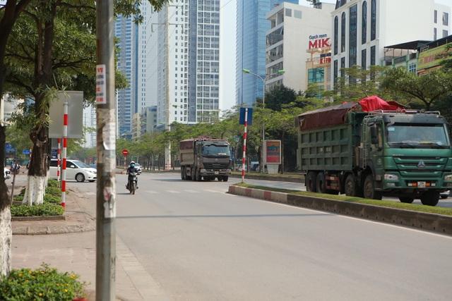 Bất chấp lệnh cấm nhiều xe tải hạng nặng vẫn ngạo nghễ vào đường đua F1 - 5