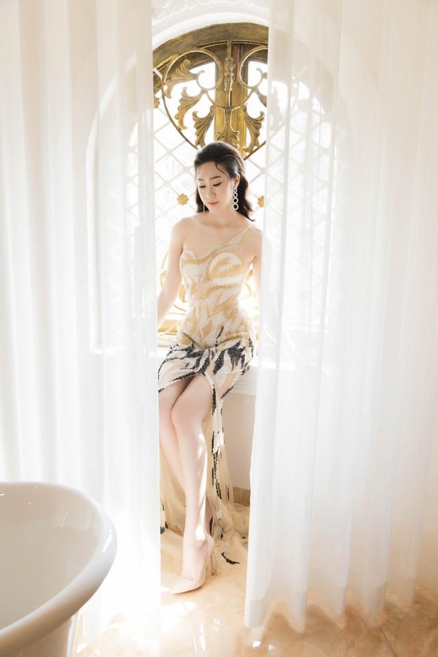 Anika Trinh Trinh diện váy pha lê xuyên thấu - 4