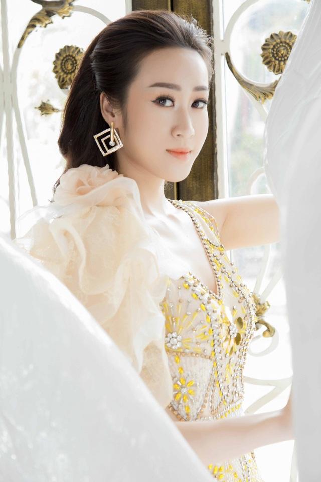 Anika Trinh Trinh diện váy pha lê xuyên thấu - 3