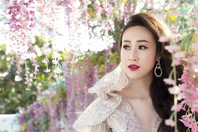 Anika Trinh Trinh diện váy pha lê xuyên thấu - 7