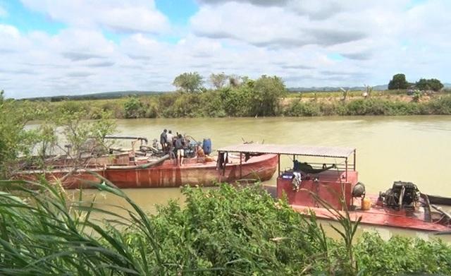"""Báo động tình trạng """"rút ruột"""" sông, người dân bán đất, bỏ nhà tại Đắk Nông - 5"""