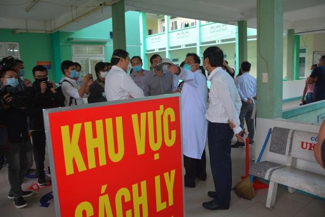 Nam thanh niên trong nhóm 80 người từ Hàn Quốc về Đà Nẵng bị sốt  - 1