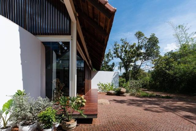 Ngôi nhà cấp 4 ở Đắk Lắk đẹp như resort nhờ thiết kế độc lạ - 3