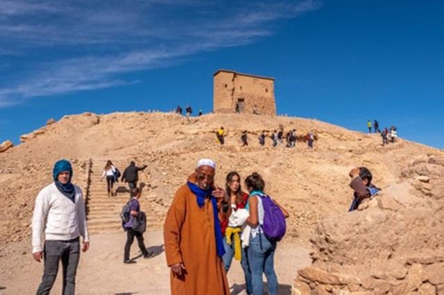 Khám phá kỳ quan thế giới trên sa mạc đỏ - 11