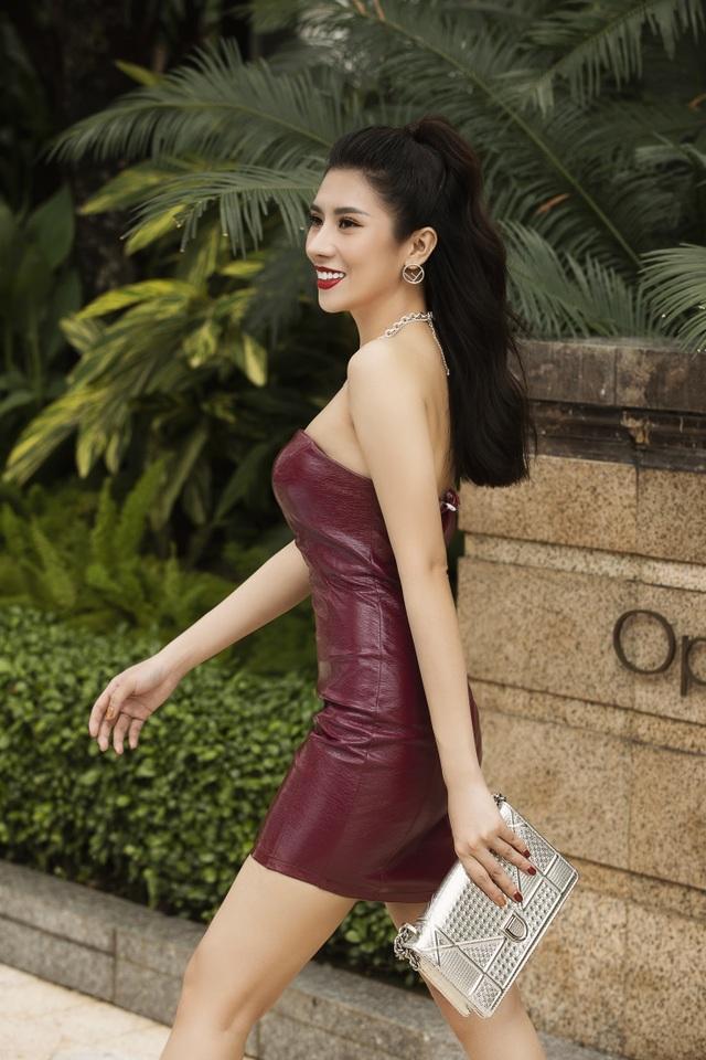 Dương Yến Nhung khoe dáng nóng bỏng - 7
