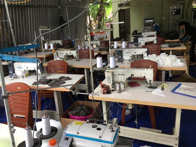 Chủ lò mổ mở xưởng sản xuất khẩu trang y tế giả, không có lớp kháng khuẩn - 1