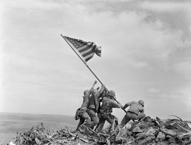 Câu chuyện đằng sau bức ảnh biểu tượng của Thế chiến II - 1