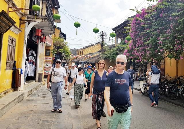 Xử phạt hai homestay khai khống khách Trung Quốc - 1