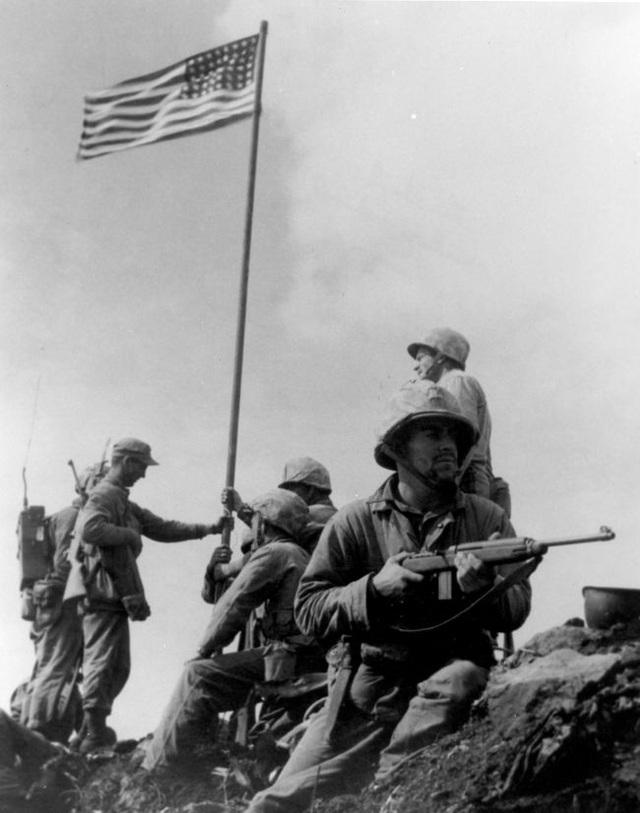 Câu chuyện đằng sau bức ảnh biểu tượng của Thế chiến II - 2