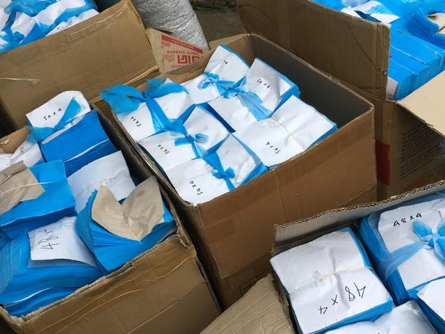 Chủ lò mổ mở xưởng sản xuất khẩu trang y tế giả, không có lớp kháng khuẩn - 2