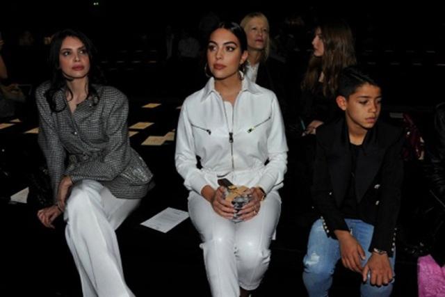 Bạn gái C.Ronaldo đẹp sang chảnh khi đưa con trai đi dự sự kiện - 3