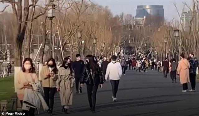 Dân Trung Quốc vẫn ồ ạt đi du lịch bất chấp dịch Covid-19 đang hoành hành - 3