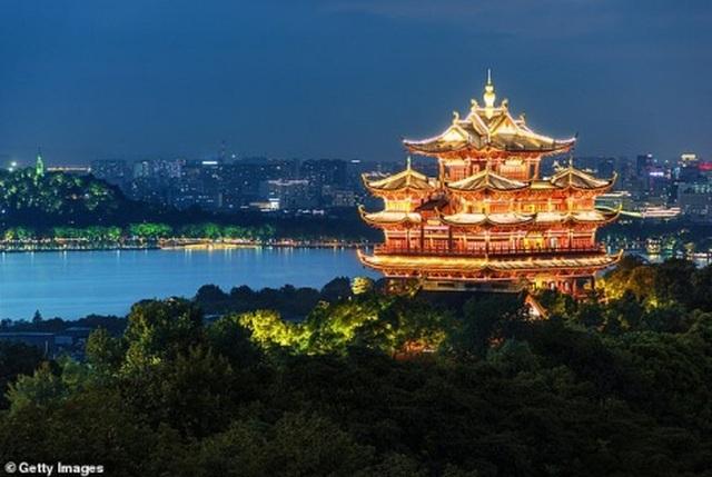 Dân Trung Quốc vẫn ồ ạt đi du lịch bất chấp dịch Covid-19 đang hoành hành - 4