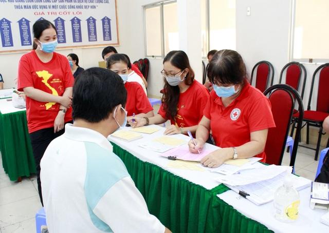 Lan tỏa phong trào hiến máu cứu người mùa dịch ở Dược Hậu Giang - 1