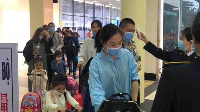 Tạm dừng nhập cảnh Việt Nam với người đến từ vùng dịch Hàn Quốc - 1