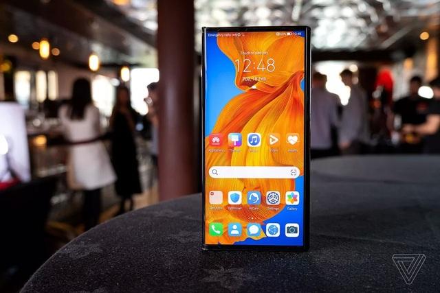 Huawei trình làng smartphone màn hình gập Mate Xs, giá 2.700 USD - 3
