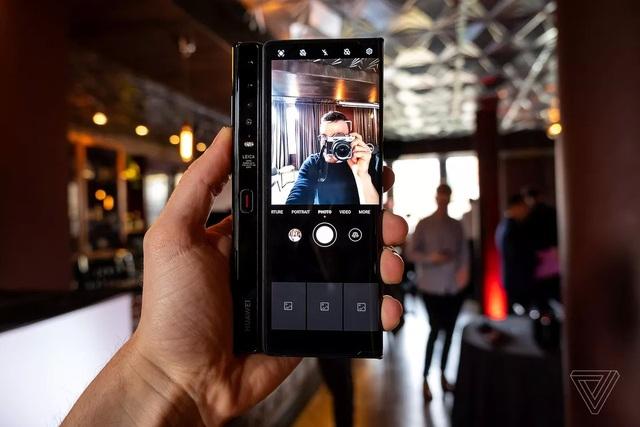 Huawei trình làng smartphone màn hình gập Mate Xs, giá 2.700 USD - 4