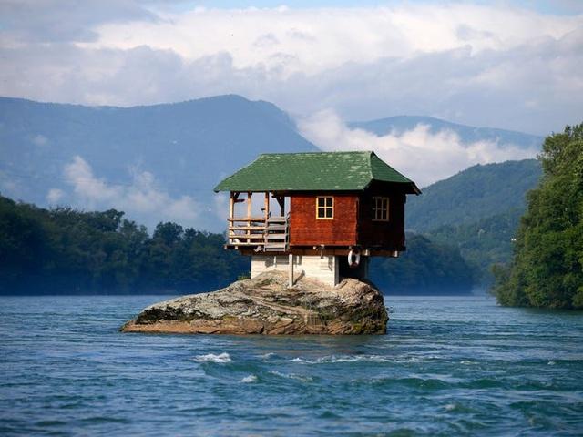 Những ngôi nhà ở vị trí ất ơ khó hiểu - 3