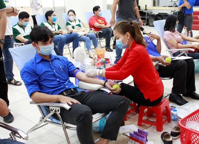 Lan tỏa phong trào hiến máu cứu người mùa dịch ở Dược Hậu Giang - 3