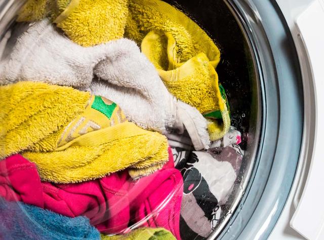 Chọn mức nước, bột giặt và những cách giúp tiết kiệm điện cho máy giặt - 3