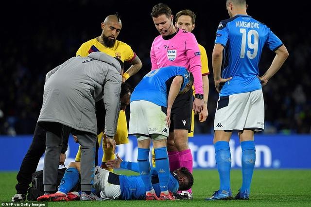 Napoli 1-1 Barcelona: Messi nhạt nhòa, Griezmann lập công - 5