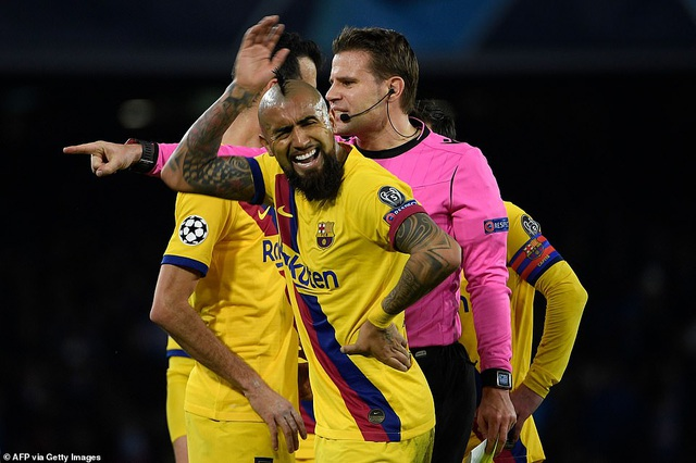 Napoli 1-1 Barcelona: Messi nhạt nhòa, Griezmann lập công - 11