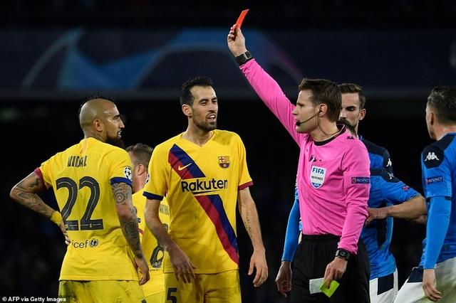 Napoli 1-1 Barcelona: Messi nhạt nhòa, Griezmann lập công - 12
