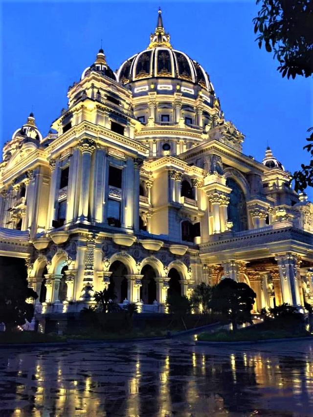 Lâu đài của đại gia Việt: Dát vàng 24k, xây cả nhà hát tráng lệ bên trong - 8