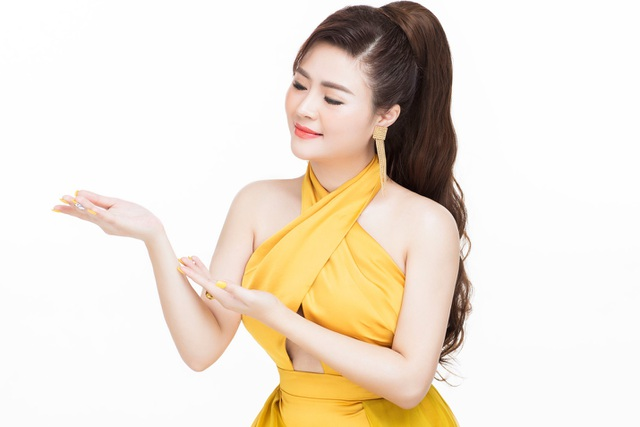 Doanh nhân Vũ Thị Hà Giang (Giang Venux): đạt nút bạc kênh youtube - 2