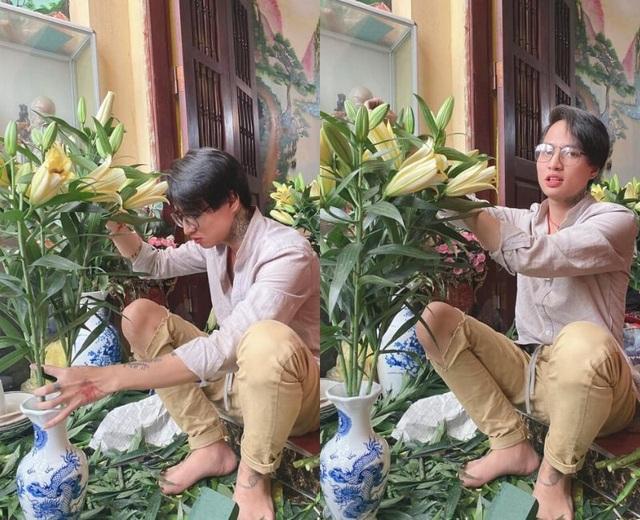 Em gái khoe anh trai ngồi cắm hoa, nấu nướng gây sốt mạng - 1
