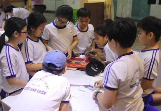 Viện trưởng Viện Pasteur TPHCM: Học sinh đến trường an toàn hơn ở nhà - 1