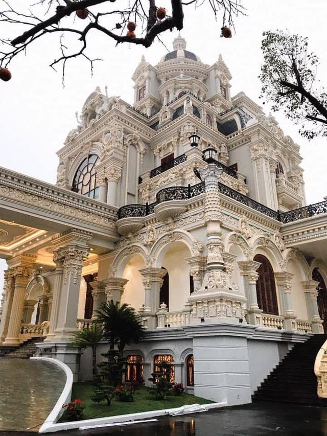 Lâu đài của đại gia Việt: Dát vàng 24k, xây cả nhà hát tráng lệ bên trong - 5
