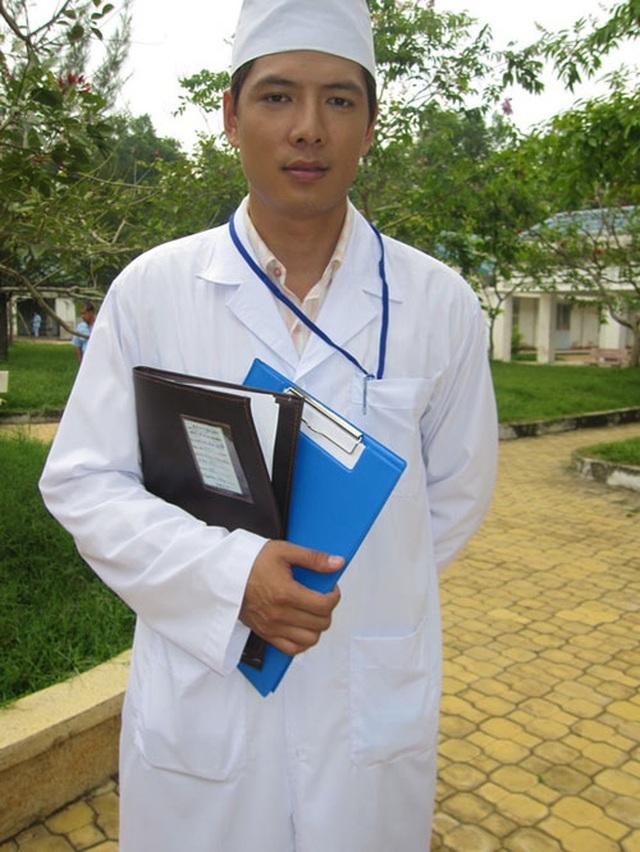 Ngắm Việt Anh, Nhã Phương, Việt Hương và loạt sao hoá thân thành bác sĩ - 9