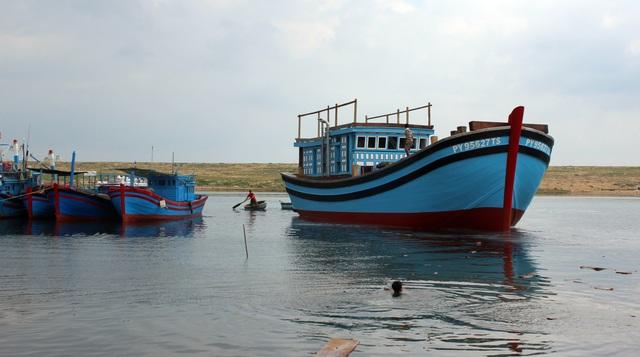 Phú Yên: Lạch biển bồi lấp nghiêm trọng, ngư dân khốn đốn  - 5