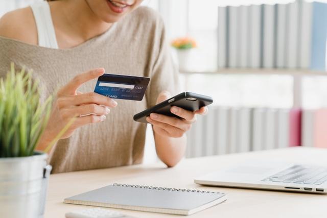 """Giao dịch trực tuyến """"lên ngôi"""", ngân hàng miễn, giảm phí hút khách - 2"""