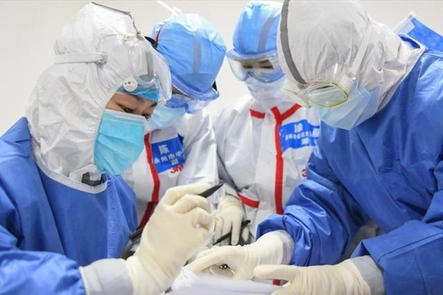 Sự thực đằng sau việc giảm đột ngột các ca nhiễm COVID-19 ở Trung Quốc - 1