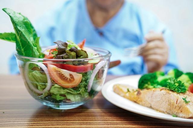 Người cao tuổi cần phải tăng cường sức khỏe chủ động - 2