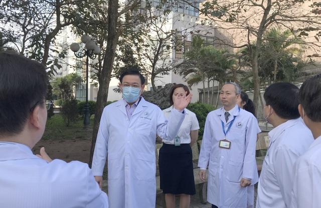 Bí thư Vương Đình Huệ kiểm tra công tác phòng, chống Covid-19 tại bệnh viện - 7