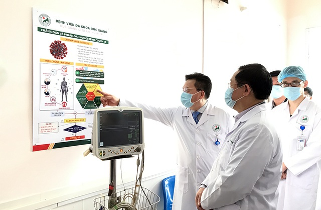 Bí thư Vương Đình Huệ kiểm tra công tác phòng, chống Covid-19 tại bệnh viện - 4