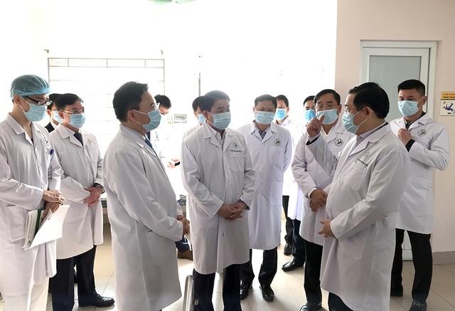 Bí thư Vương Đình Huệ kiểm tra công tác phòng, chống Covid-19 tại bệnh viện - 6