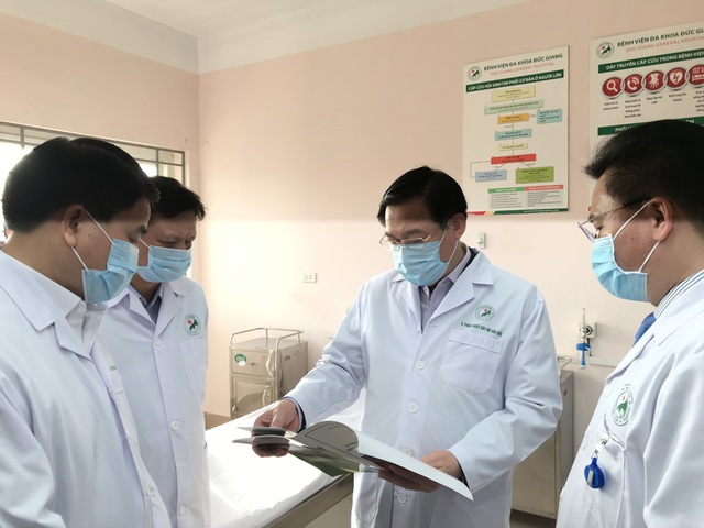 Bí thư Vương Đình Huệ kiểm tra công tác phòng, chống Covid-19 tại bệnh viện - 5