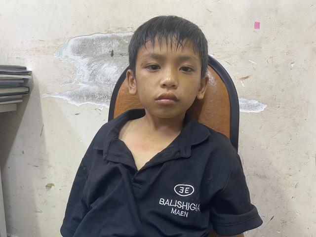 Bé trai 7 tuổi lang thang nhiều ngày ở trung tâm Sài Gòn - 2