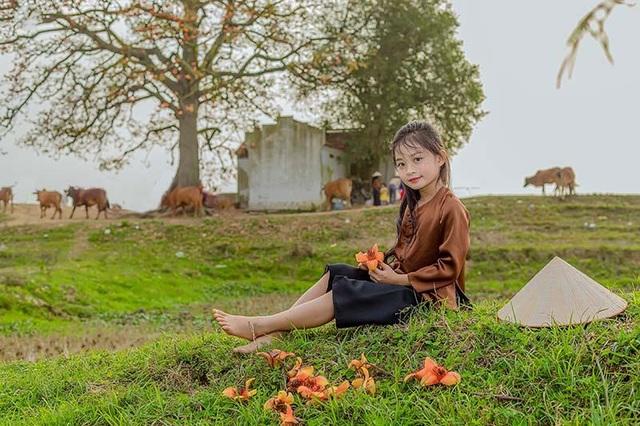 Ngắm nét xinh xắn trong veo của em bé thôn quê - 1