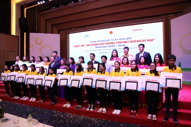 """Sáng tạo trong tổ chức cuộc thi """" An toàn giao thông cho nụ cười ngày mai"""" năm học 2019 - 2020 - 4"""